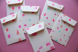 Печать и изготовление бумажных конвертов в Алматы. Белые и крафт конверты.